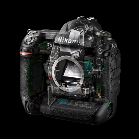 Nikon  D5 ISO 3 280 000
